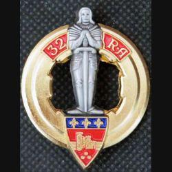 32° RA : insigne métallique du 32° régiment d'artillerie réalisé par Arthus Bertrand pour les Editions Atlas