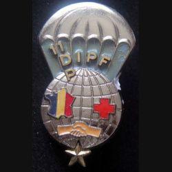 DIPF 11° DP : insigne métallique du détachement d'intervention parachutiste féminin de la 11° division parachutiste de fabrication Drago G. 3132