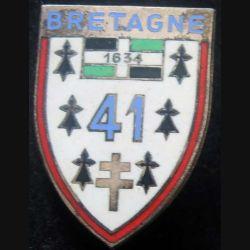 41° RI : insigne du 41° Régiment d'infanterie dos losangé en émail