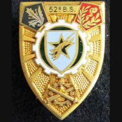 52° BS : Insigne métallique du 52° Bataillon des Services Arthus Bertrand en émail