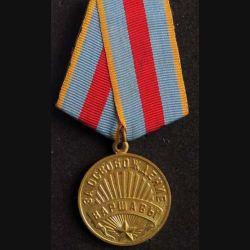 RUSSIE : médaille métallique  pour la libération de Varsovie du 17 janvier 1945 en métal doré