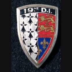 19° DI : 19° division d'infanterie  Arhus Bertrand en émail épingle recollée