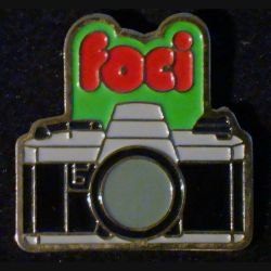 Pin's FOCI : pin's FOCI appareil photo 4,8 cm x 2,6 cm de fabrication Loco Motiv