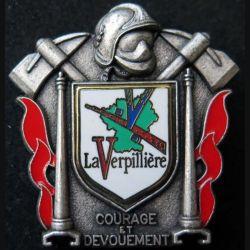 POMPIERS : insigne métallique des pompiers de La Verpillière de fabrication Ballard sur son cuir (1)