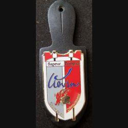 POMPIERS : insigne métallique des pompiers de Liévin de fabrication Ballard sur son cuir (2)