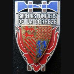 POMPIERS : insigne métallique des pompiers de la Corrèze de fabrication Ballard sur son cuir (2)