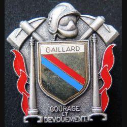 POMPIERS : insigne métallique des pompiers de Gaillard de fabrication Ballard sur son cuir (2)