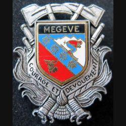 POMPIERS : insigne métallique des pompiers de Megève de fabrication Ballard sur son cuir (2)
