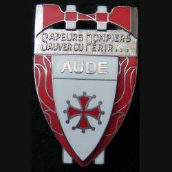 POMPIERS : insigne métallique des pompiers de l'Aude de fabrication Ballard non mentionné sur son cuir (3)
