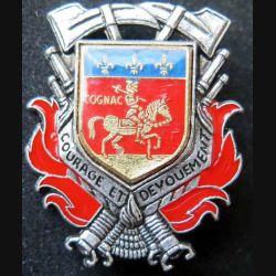 POMPIERS : insigne métallique des pompiers de Cognac de fabrication Ballard sur son cuir (5)