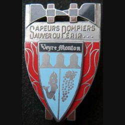 POMPIERS : insigne métallique des pompiers de Veyre Monton de fabrication Ballard sur son cuir (5)
