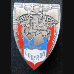 POMPIERS : insigne métallique des pompiers de Coueron (fabrication Ballard non mentionnée) sur son cuir (5)