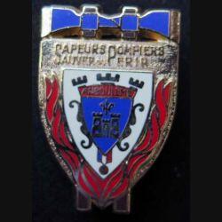 POMPIERS : insigne métallique des pompiers d'Angoulème (fabrication Ballard non mentionnée) sur son cuir (5)