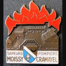 POMPIERS : insigne métallique des pompiers de Moissy Cramayel de fabrication Ballard sur son cuir (7)