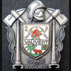 POMPIERS : insigne métallique des pompiers de Vauvert de fabrication Ballard sur son cuir (8)