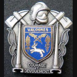 POMPIERS : insigne métallique des pompiers de Valognes de fabrication Ballard sur son cuir (8)