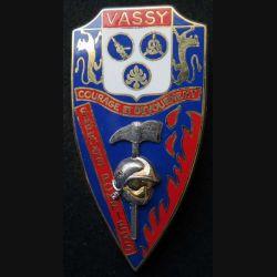 POMPIERS : insigne métallique des pompiers de Vassy de fabrication Ballard sur son cuir (10)