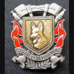 POMPIERS : insigne métallique de maître chien fond doré des sapeurs pompiers de fabrication Ballard sur son cuir (10)