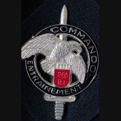 CEC 26° RI : insigne métallique du centre d'entrainement commando du 26° régiment d'infanterie  de fabrication Ballard GS 31 finition argent avec poinçon (13)
