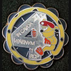 1° RCP : insigne métallique de la 4° compagnie du 1° régiment de chasseurs parachutistes marsupilami de fabrication Ballard finition argent avec poinçon