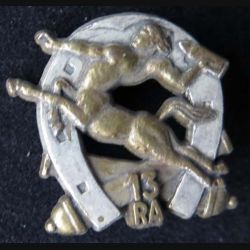 13° RA : insigne métallique du 13° régiment d'artillerie de réserve de fabrication Ballard G. 3511