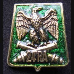 24° RA : insigne métallique du 24° régiment d'artillerie de fabrication Ballard G. 2920 finition vert translucide