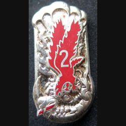 1° RCP : insigne métallique de la 2° compagnie du 1° régiment de chasseurs parachutistes de fabrication Ballard finition argent avec poinçon