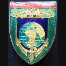 45° RT : insigne métallique de la 12° compagnie du 45° régiment de transmissions de fabrication Ballard finition translucide