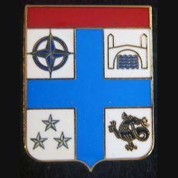 IFOR : Insigne métallique de la 7° division blindée division Salamandre à Mostar de fabrication Delsart dos grenu doré croix bleue
