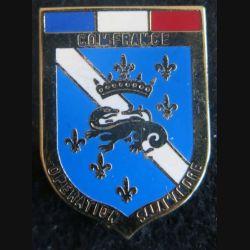 IFOR : Insigne métallique du commandement  français (COMFRANCE) de l'opération Salamandre de fabrication FIA grenu doré