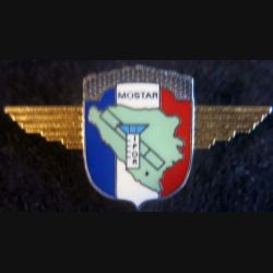 DET AIR : Insigne métallique du détachement de l'Air de l'IFOR à Mostar de fabrication Delsart Sens grenu doré