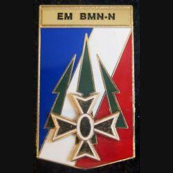 1° DB EM BMN-N : insigne métallique de l'état major de la brigade multinationale nord 1° DB de fabrication Delsart dos grenu et doré