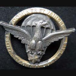 FCA : insigne métallique de l'insigne de béret des fusiliers commandos de l'air au Gabon Dominer et vaincre