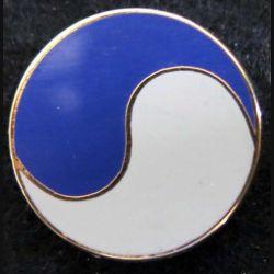 Pin's représentant le yin et le yang blanc et bleu Ballard