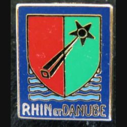 1° Armée : pin's de la 1° armée française Rhin et Danube de fabrication Ballard 17 x 20 mm