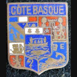 BLASON CÔTE BASQUE : insigne métallique ancien blason en émail de la côte basque 23 x 26 mm