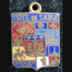 BLASON CÔTE DE SABLE : insigne métallique ancien blason en émail de la côte de sable 16 x 11 mm