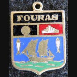 blason en émail de la ville de Fouras 22 x 30 mm doré