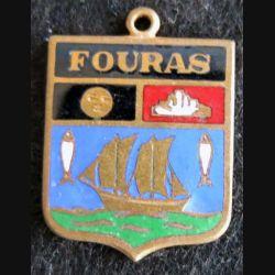 Blason en émail de la ville de Fouras 11 x 16 mm cuivré