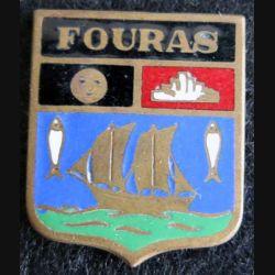 Blason en émail de la ville de Fouras 11 x 14 mm cuivré