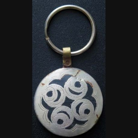 Porte clef mauritanien en métal argenté de diamètre 4,5 cm