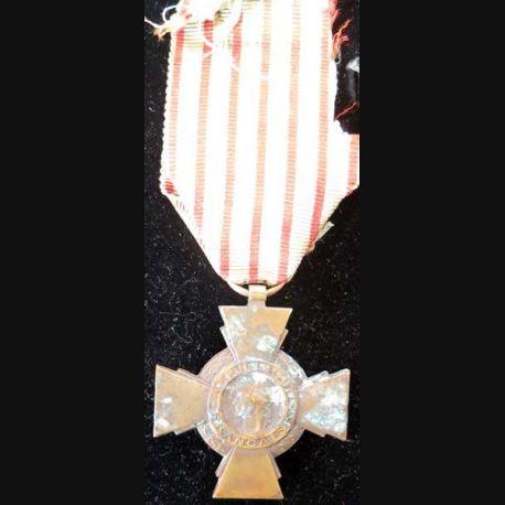 FRANCE : Croix du combattant en bronze ruban bien abimé -2-