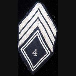 LOSANGE DE BRAS MODÈLE 45 : losange de bras de maréchal des logis chef du 4° régiment de chasseurs