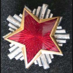 étoile émaillée flamboyante rouge yougoslave de dimension 3 cm
