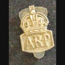 Insigne anglais type boutonnière de l'A.R.P AIR RAID PRECAUTIONS 1936 en argent de hauteur 1,9 cm (L 24)