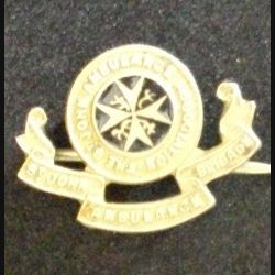insigne type broche de ST JOHN AMBULANCE BRIGADE ASSOCIATION en éamil de largeur 2,5 cm (L 24)