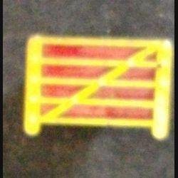 PIN'S ANGLAIS INCONNU LARGEUR 1,9 cm ÉMAIL (L23)