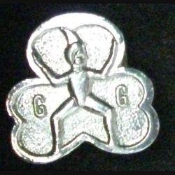 insigne anglais de type broche des GIRL GUIDES en métal argenté de fabrication Guirl Guides (L 24)