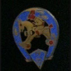 2° RCA : insigne du 2° Régiment de chasseurs d'Afrique cheval à roulettes fabriqué par Drago Béranger en émail grand feu (L6)