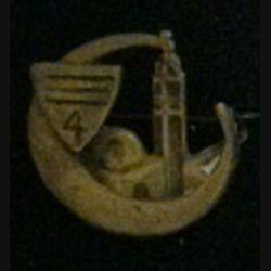 4° RCA : insigne du 4° régiment de chasseurs d'Afrique présentant une mosquée de fabrication locale du Levant (L6)